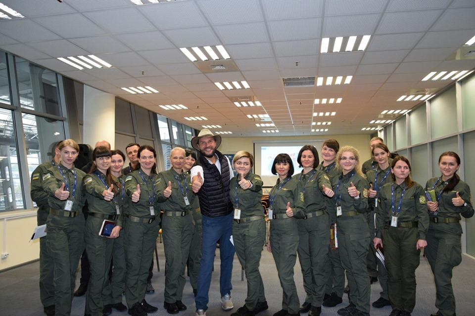 Український мандрівник Артемій Сурін продовжує зустрічі зі співробітниками Держприкордонслужби